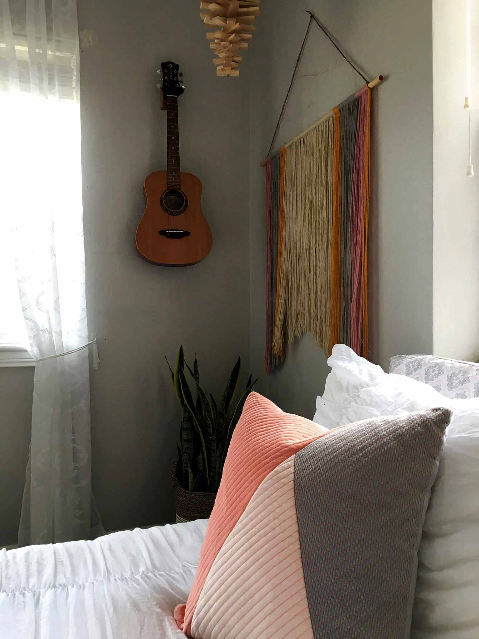 Throw pillow and white bedding - modern boho tween bedroom - That Homebird Life Blog