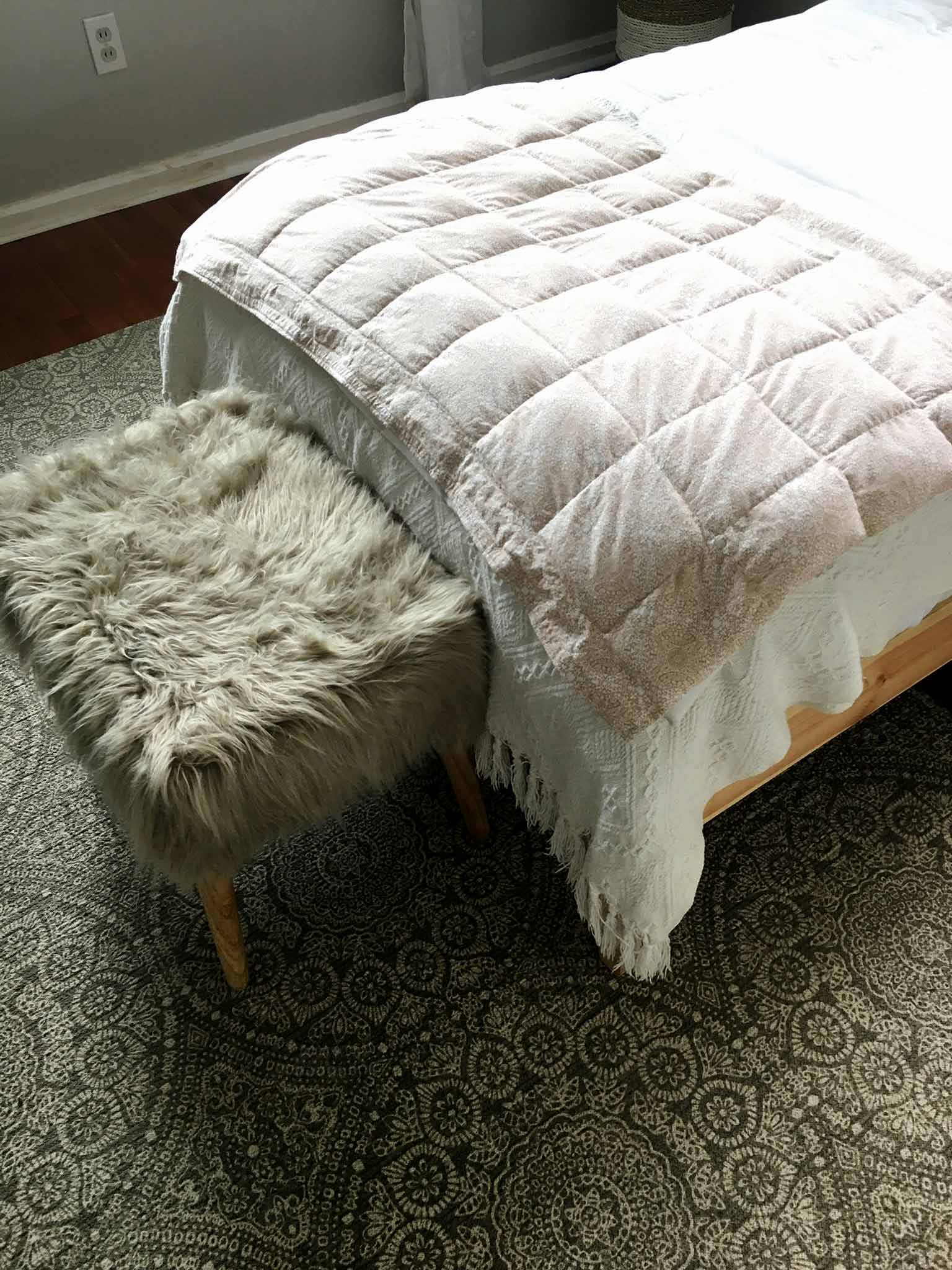 Patterned cotton rug with faux fur stool - modern boho tween bedroom - That Homebird Life Blog