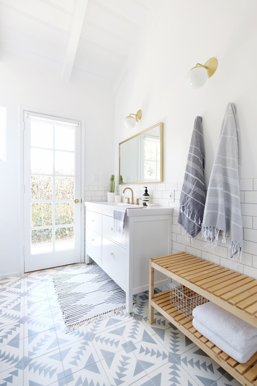 Turkish towels - simple ways to style a bathroom - That Homebird Life Blog