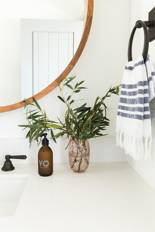 Wood elements and greenery - simple ways to style a bathroom - That Homebird Life Blog