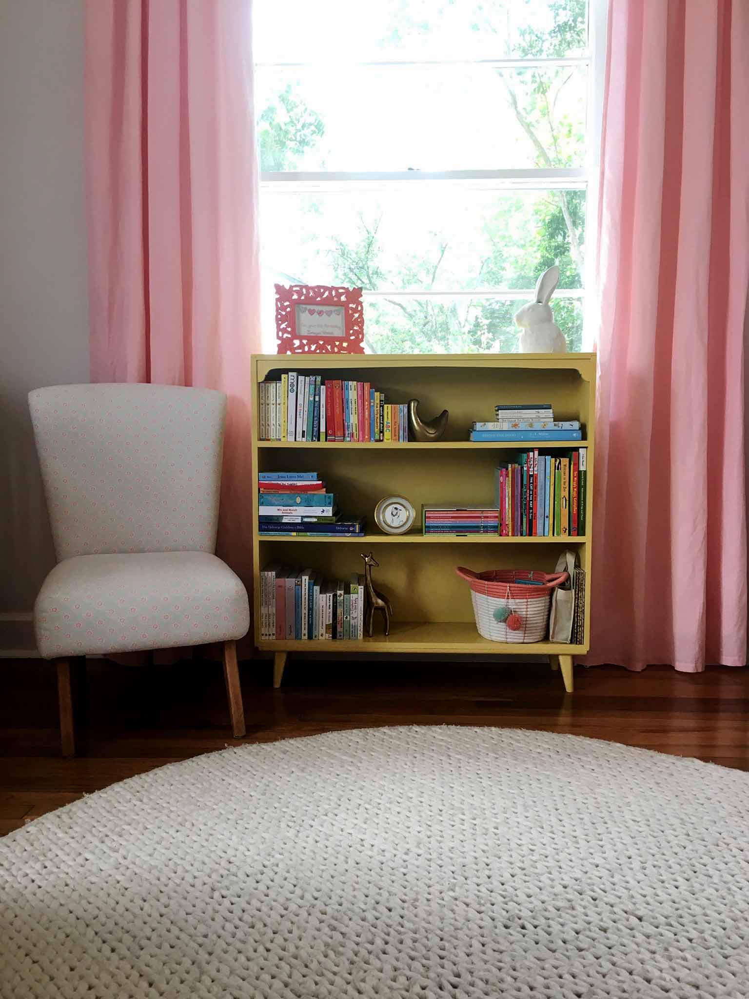 Vintage bookshelf - How to Declutter, Organize and Style Kids' Books - That Homebird Life Blog