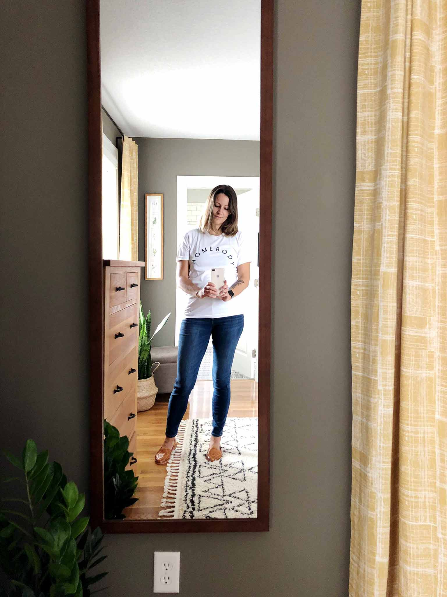 Minimalist Casual Capsule Wardrobe for Moms - That Homebird Life Blog