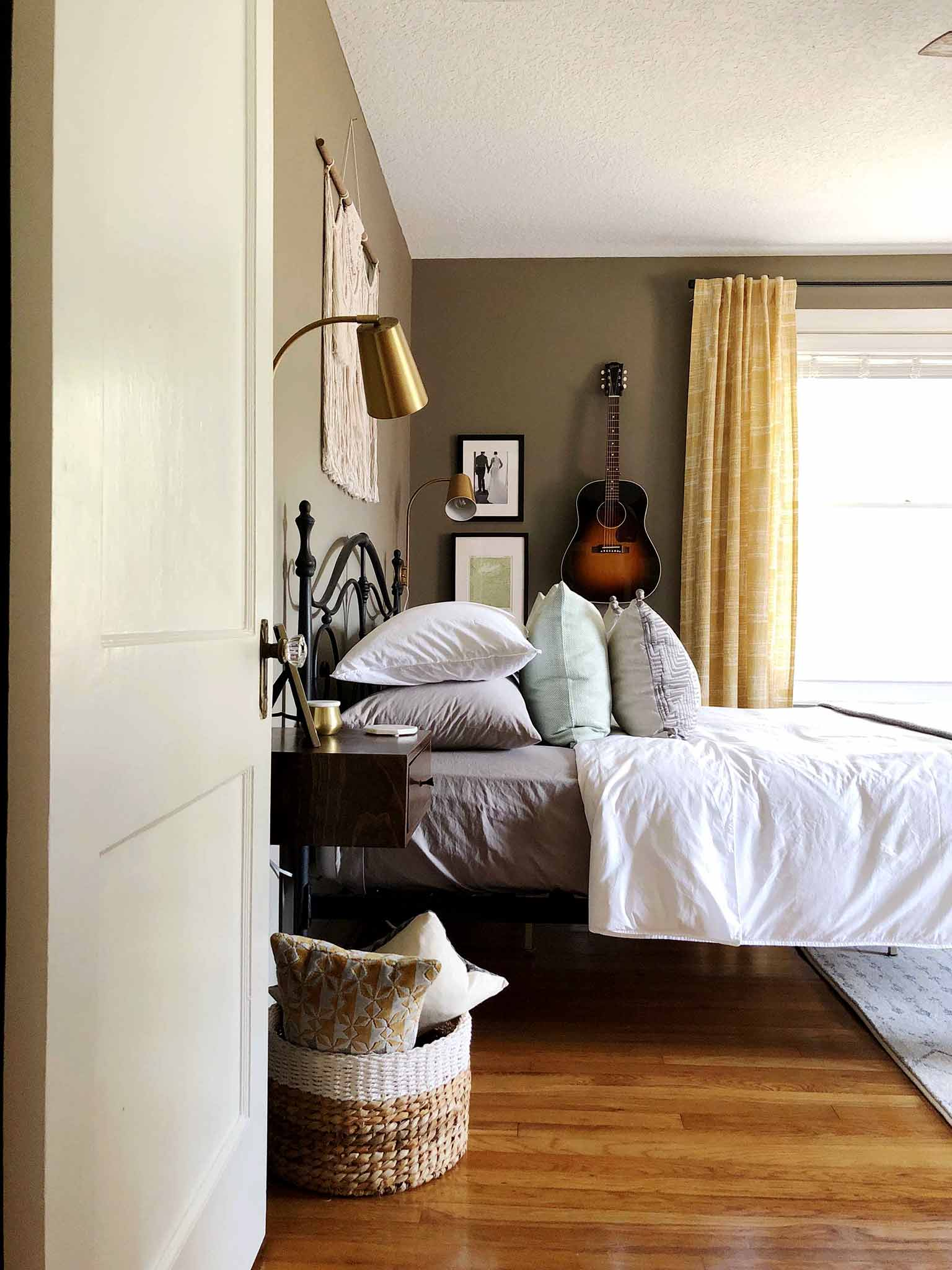 Mid Century Modern Boho Master Bedroom Reveal - The One Room Challenge - That Homebird Life Blog
