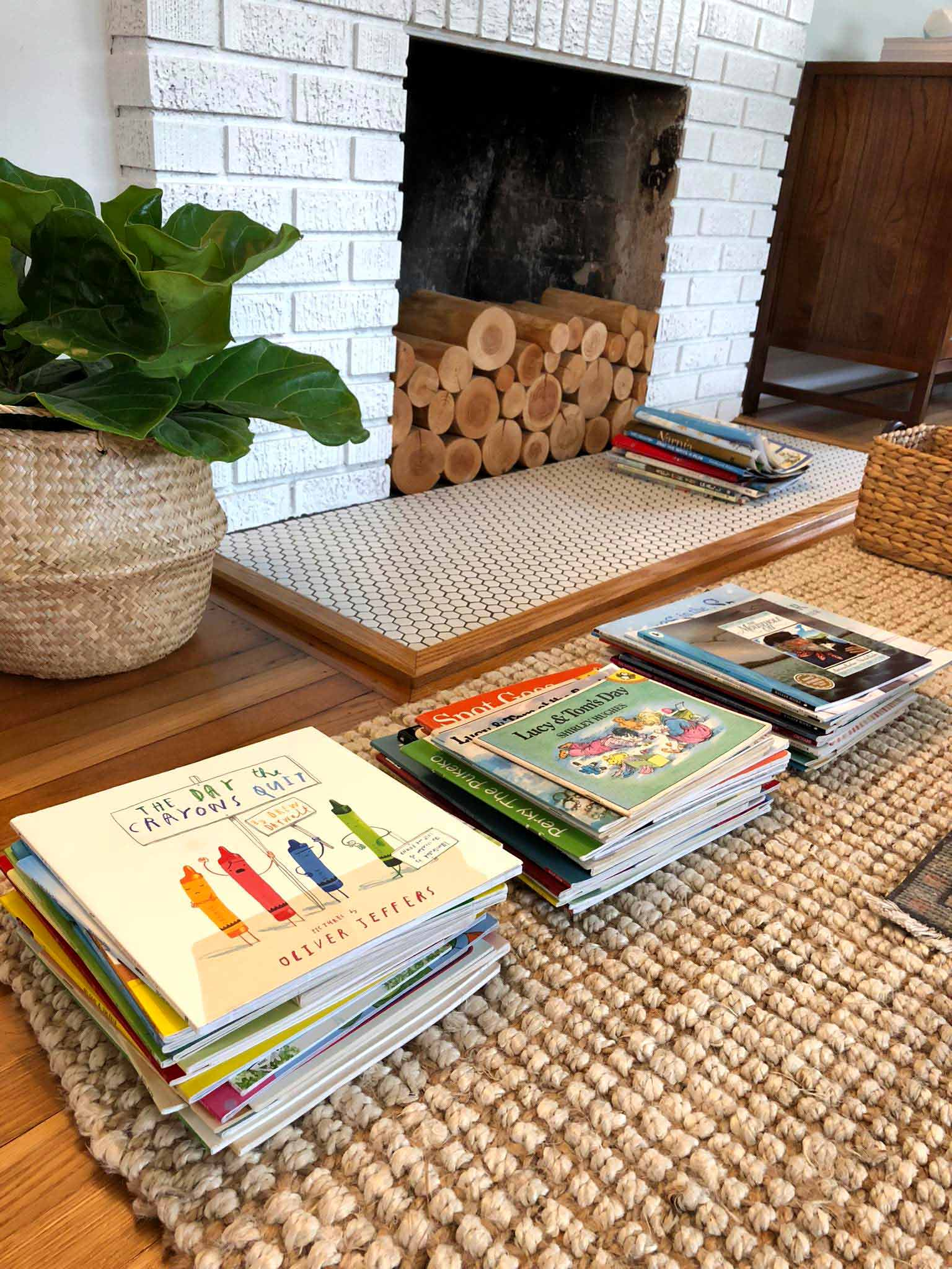 How to Declutter, Organize and Style Kids' Books - That Homebird Life Blog