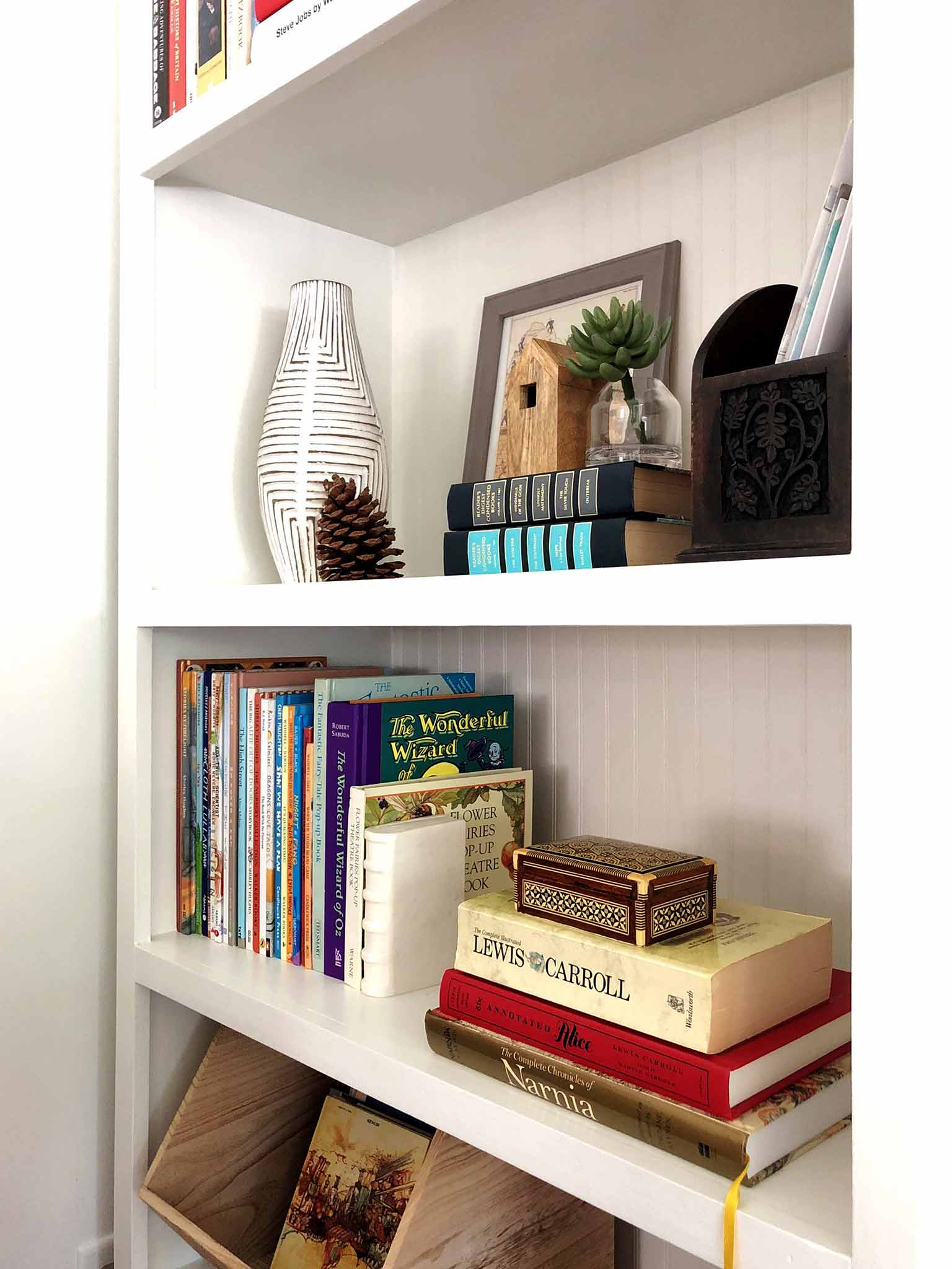 Built-in book shelf - How to Declutter, Organize and Style Kids' Books - That Homebird Life Blog