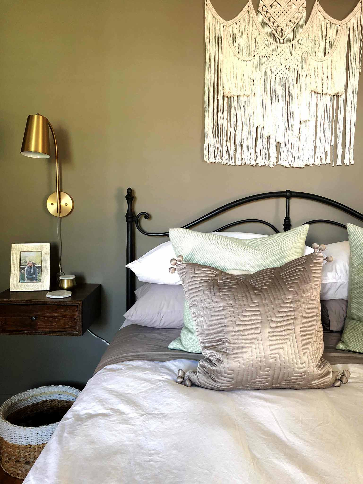 Wall lamp and floating nightstand - One Room Challenge Master Bedroom - That Homebird Life Blog