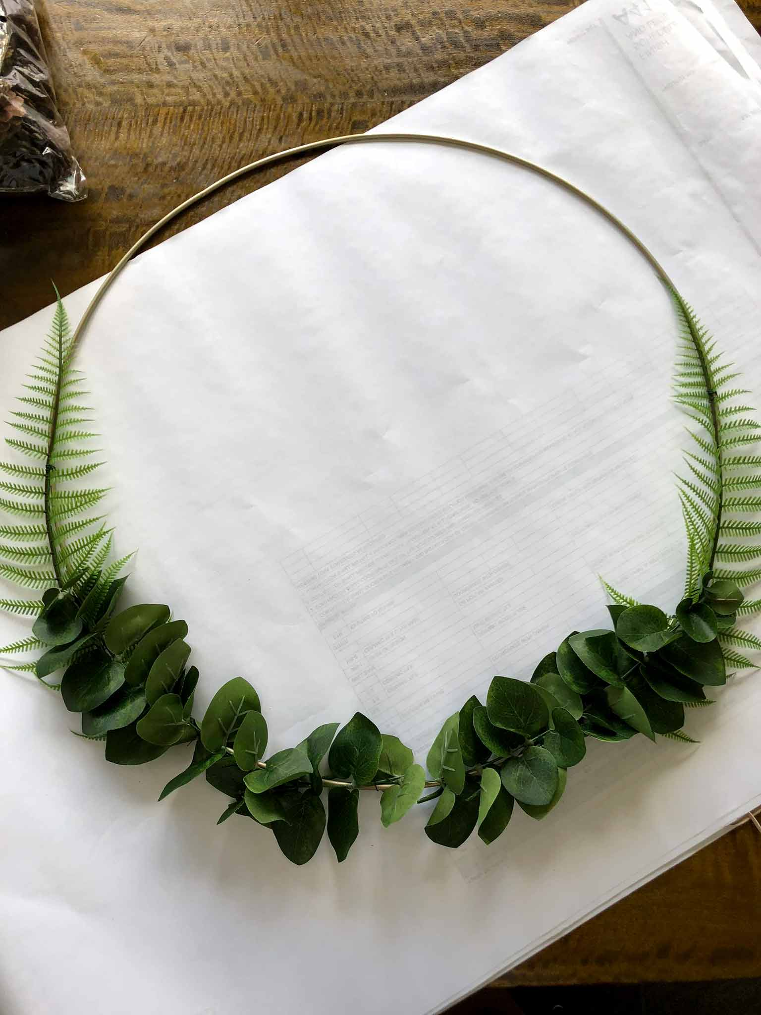 Making the wreath - how to make a minimalist fall wreath - That Homebird Life Blog