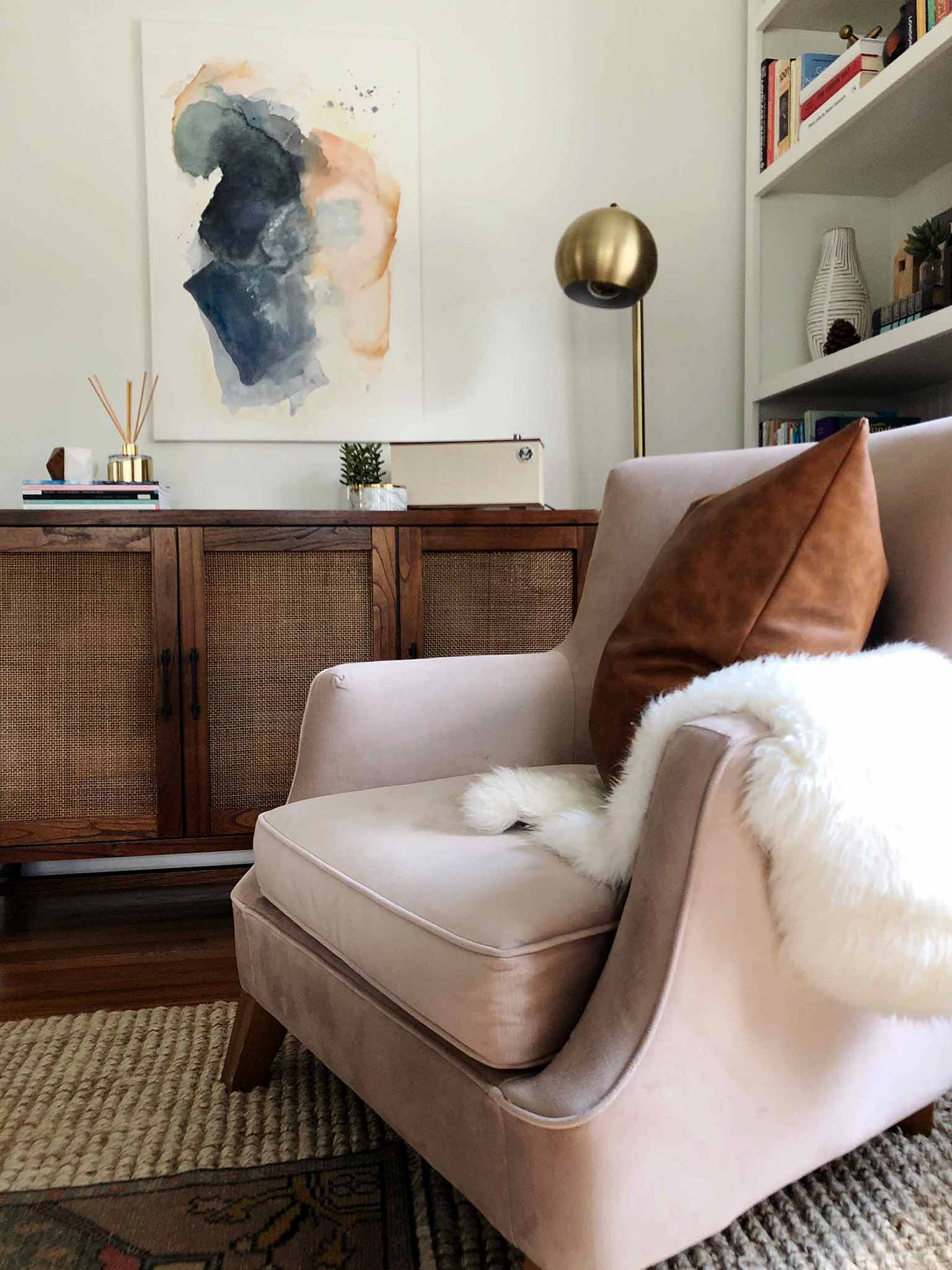 Decorating with pillows and texture - Simple Fall Decor for the Uncluttered Home - That Homebird Life blog