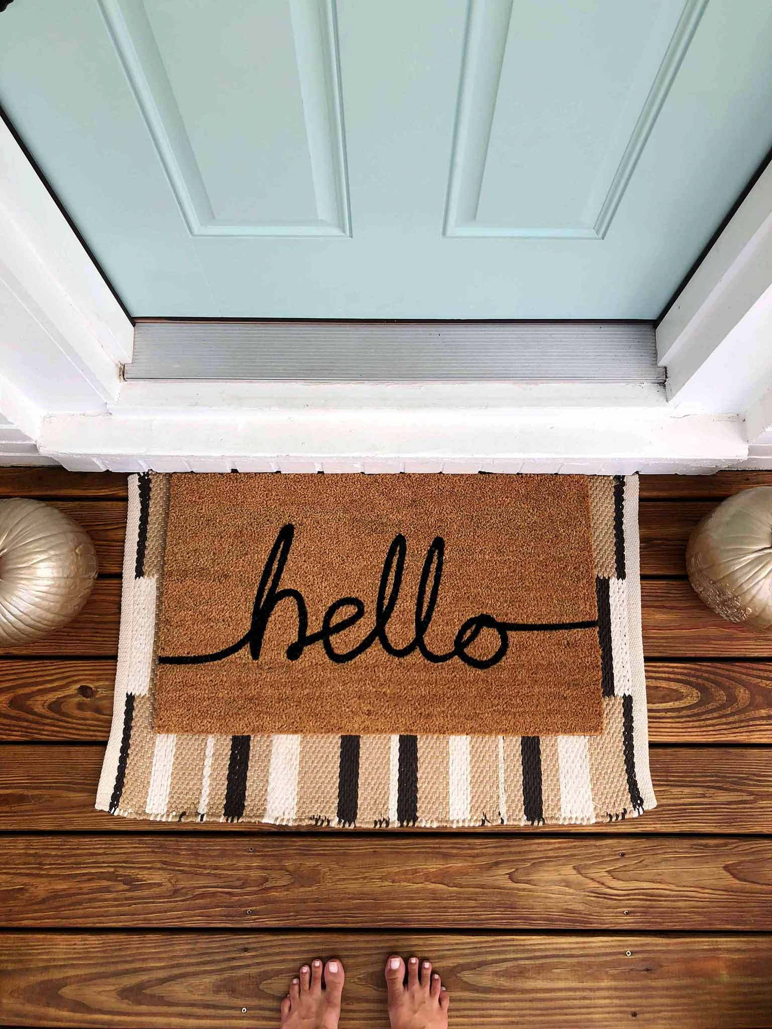 Layered doormats - Front porch fall makeover reveal - That Homebird Life Blog