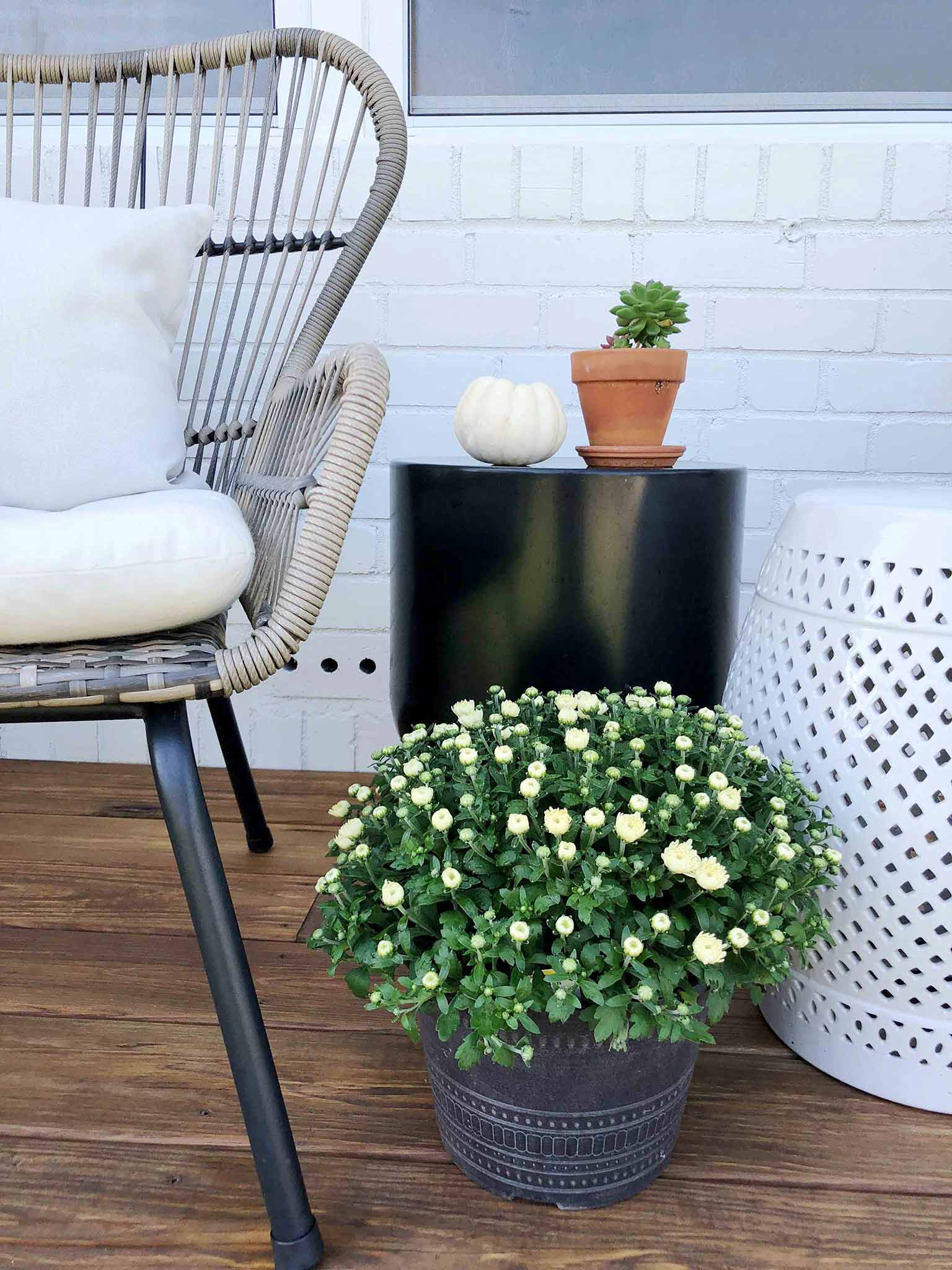 White mums - Front porch fall makeover reveal - That Homebird Life Blog