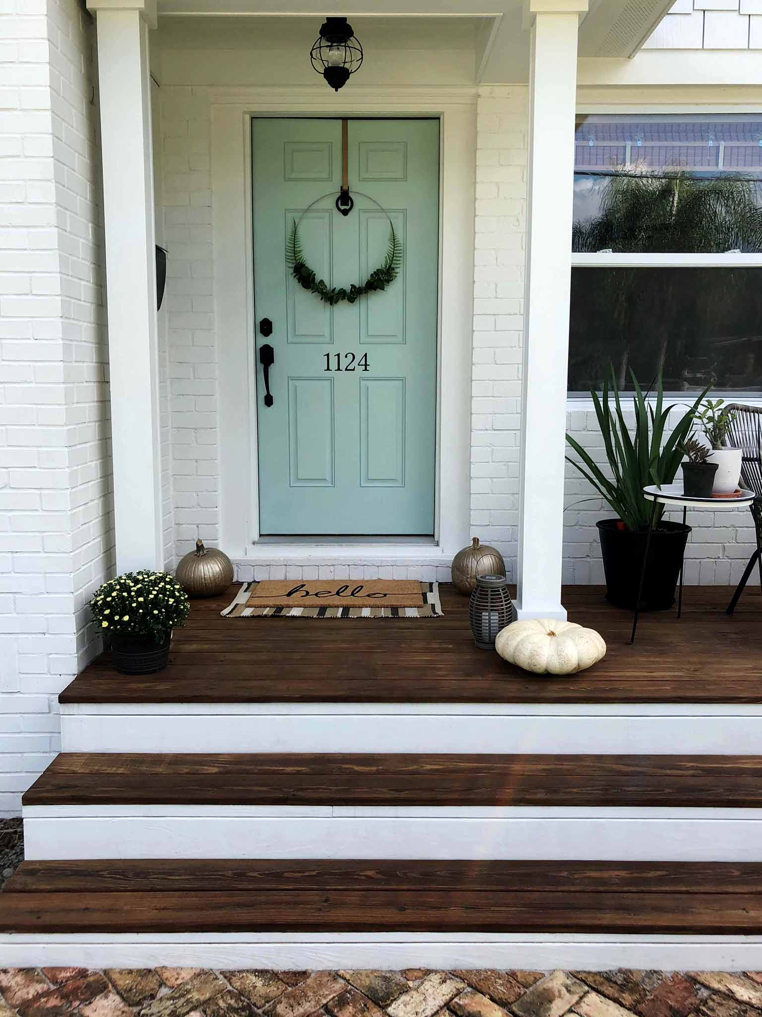 Front Porch - Simple Decorating for Fall - That Homebird Life Blog