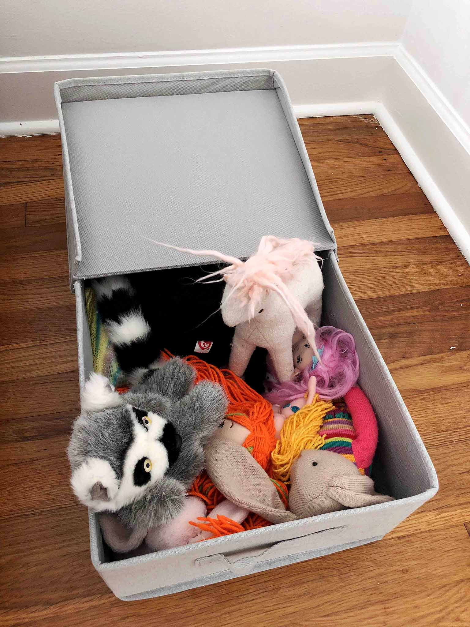 Underbed storage for stuffed animals - Guest Participant of the One Room Challenge - That Homebird Life Blog