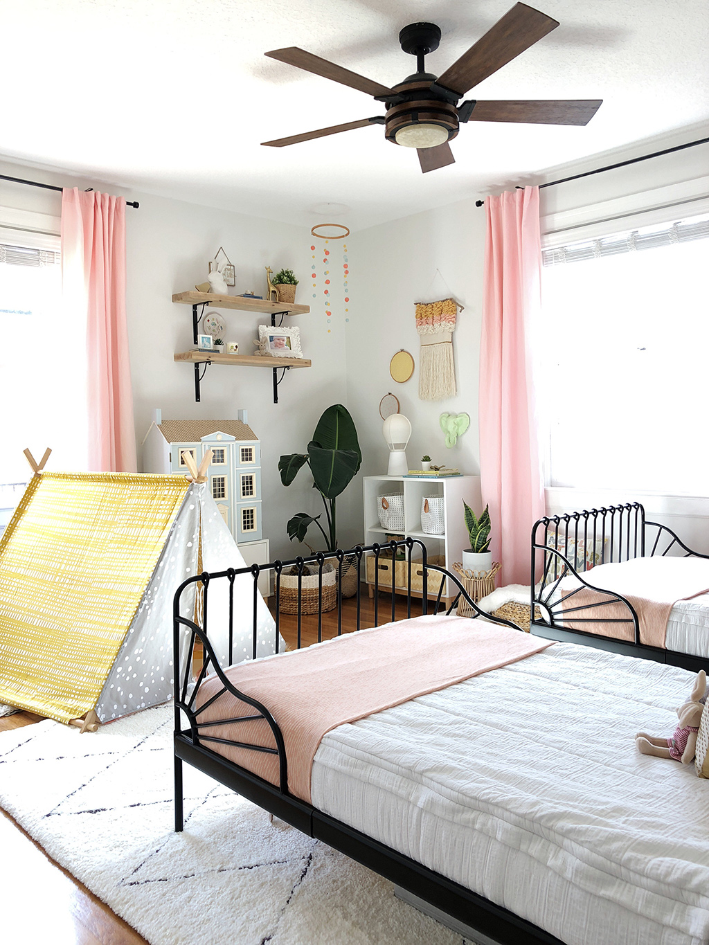 shared girls' bedroom with twin beds