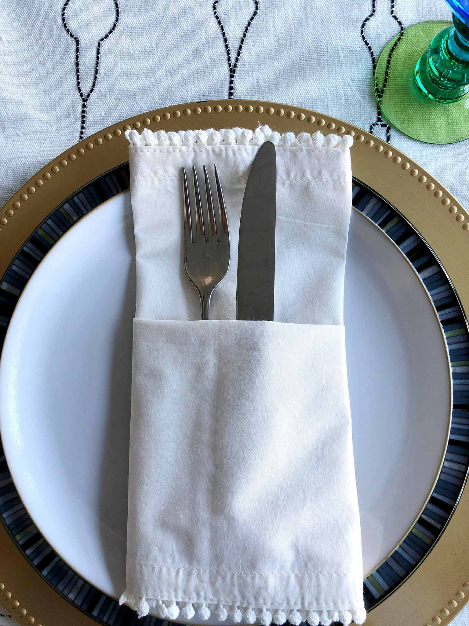 Pocket napkin fold | How to Create a Beautiful Tablescape on a Budget | That Homebird Life Blog #christmasdecor #tablescape